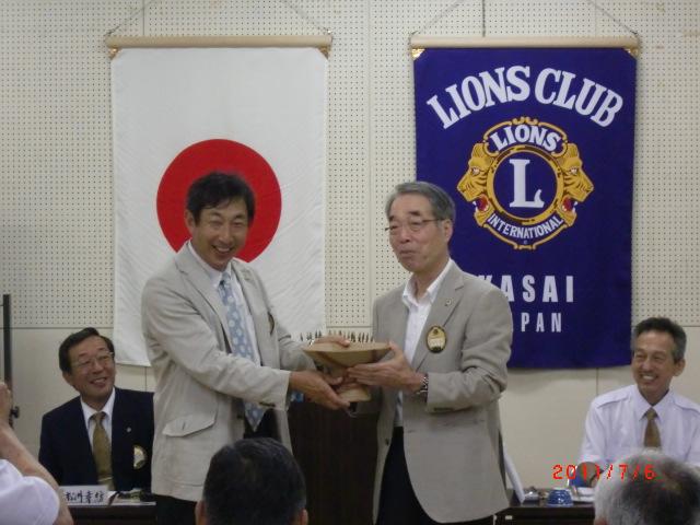 最終移動上海遠征ゴルフ 優勝者表彰 L井上 弘