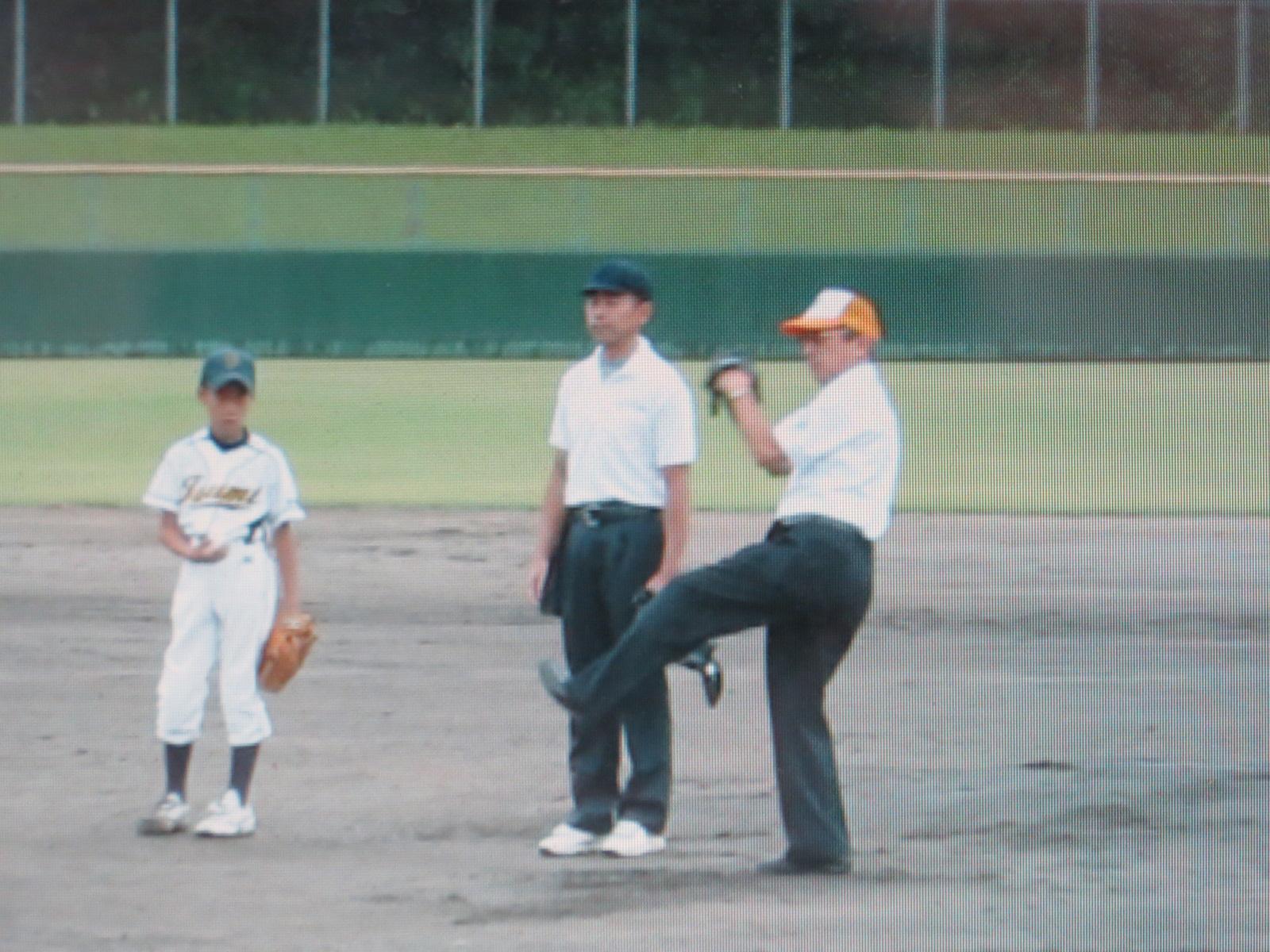 第30回加西LC旗争奪少年野球大会 始球式 会長 L北村