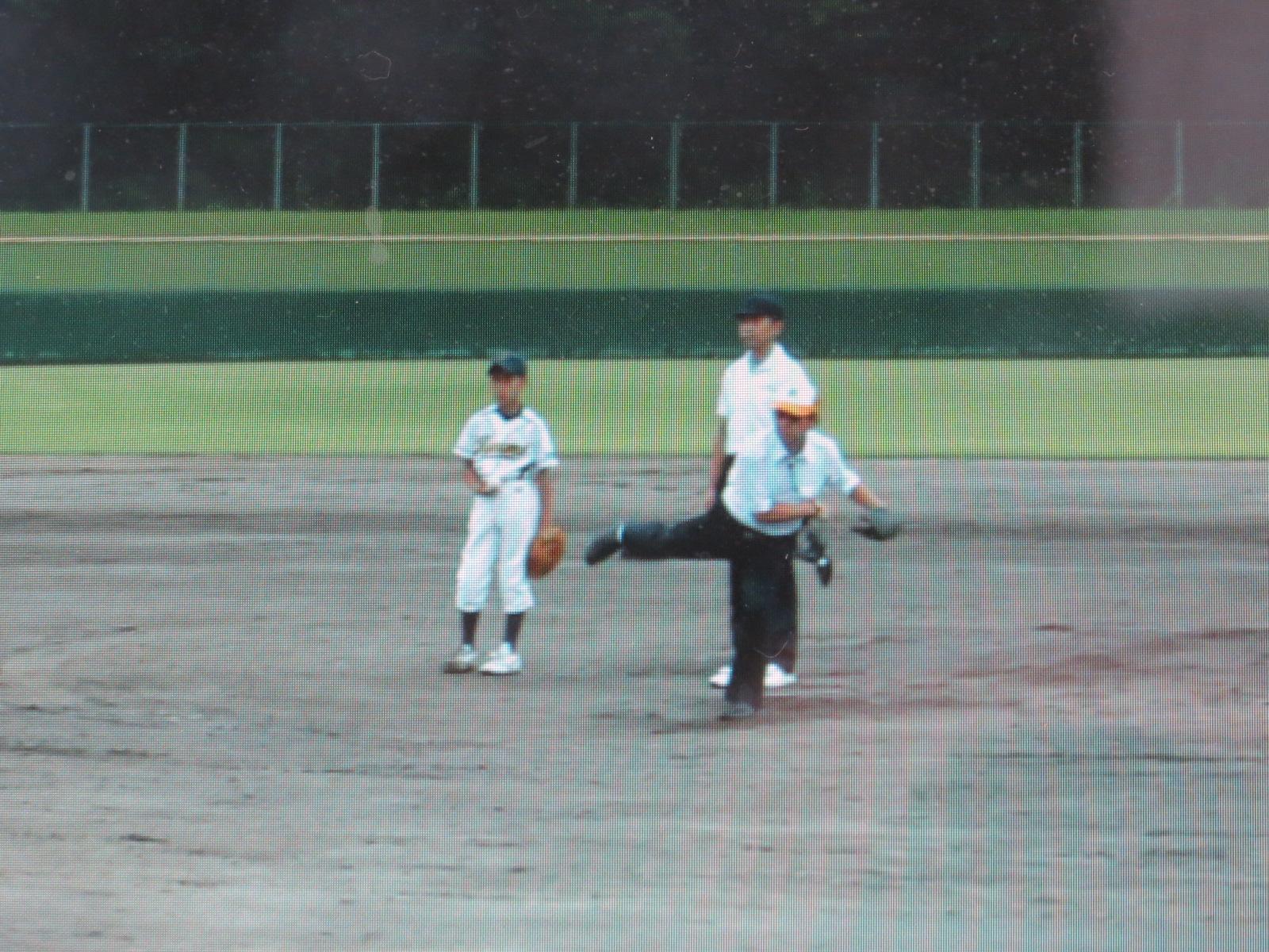 第30回加西LC旗争奪少年野球大会始球式 会長 L北村